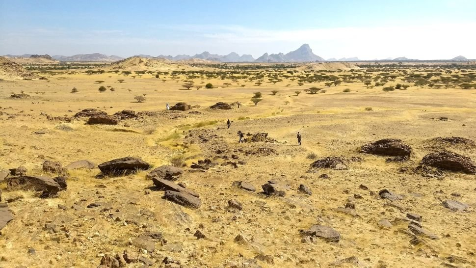Vista horizontal de las tumbas de qubba, Jebel Maman