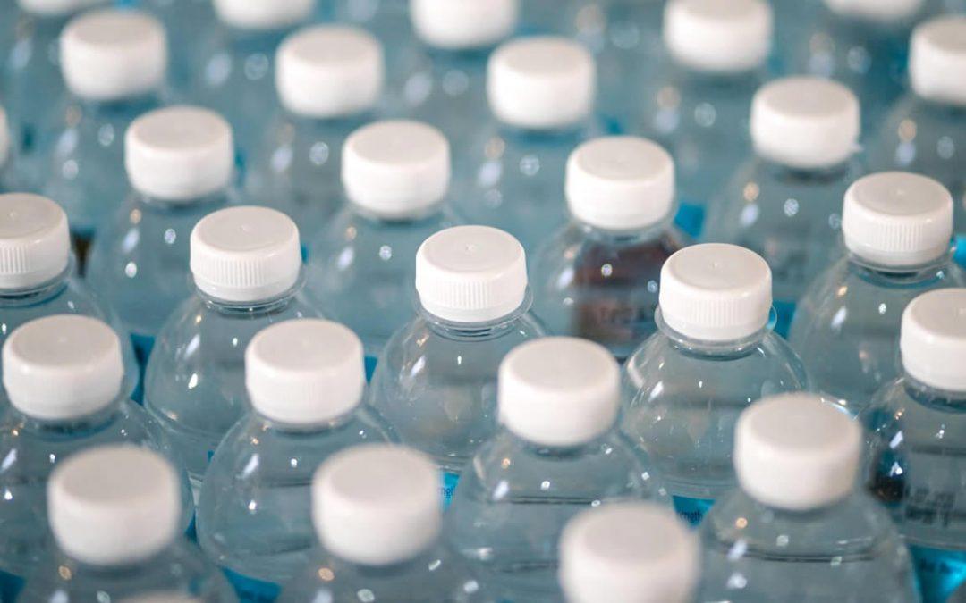 Agua embotellada es 3.500 veces peor para el medio ambiente que el agua del grifo