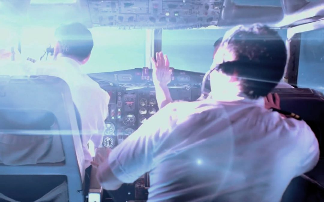 """Avión de pasajeros y avión militar reportan encuentro con """"OVNI verde brillante"""" sobre Canadá"""