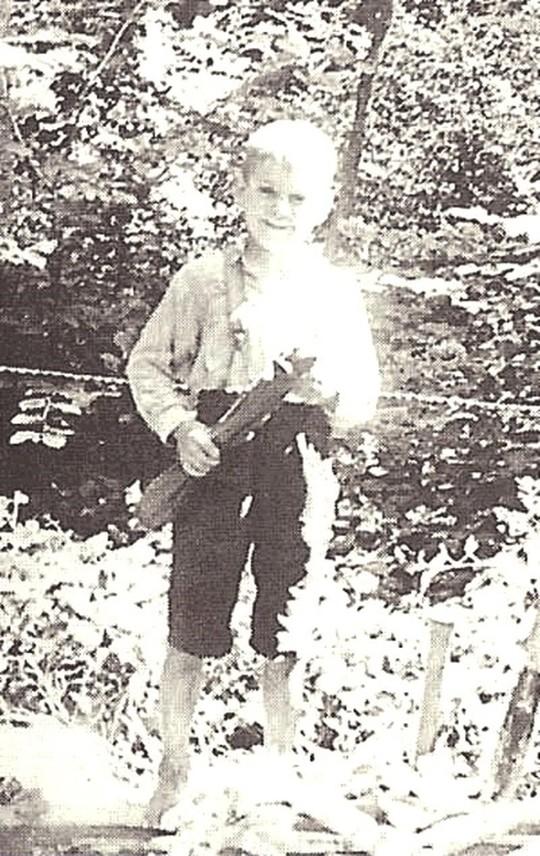 Billy Meier retratado con siete años, para entonces llevaba dos años de contacto con inteligencias desconocidas
