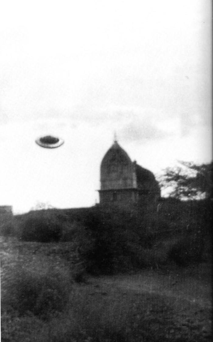 La nave de la misteriosa Asket, fotografiada en India durante 1964