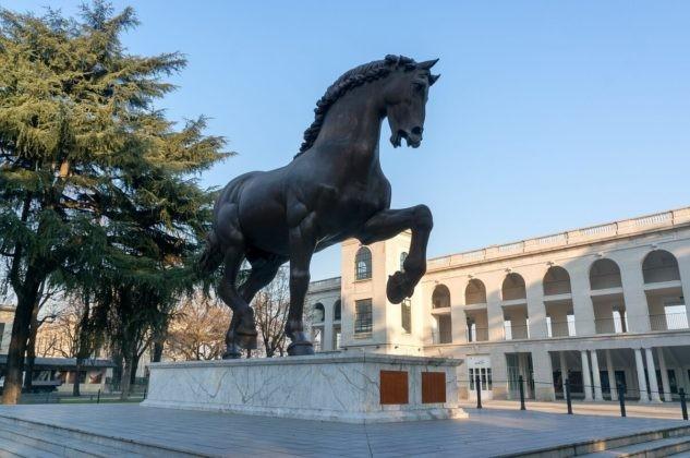 """Escultura del caballo de Leonardo Da Vinci, """"El Coloso"""", es una reconstrucción según sus dibujos de 1482, San Siro, Milán"""