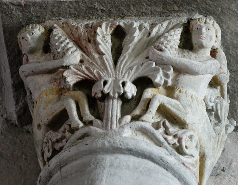 Los centauros cosechando uvas en un capitel del siglo XII de la abadía de Mozac en Auvernia