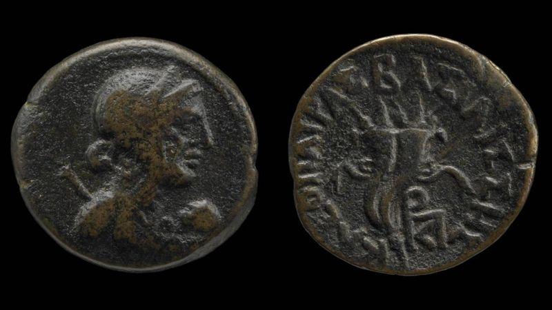 Antiguas monedas que representan el perfil de Cleopatra