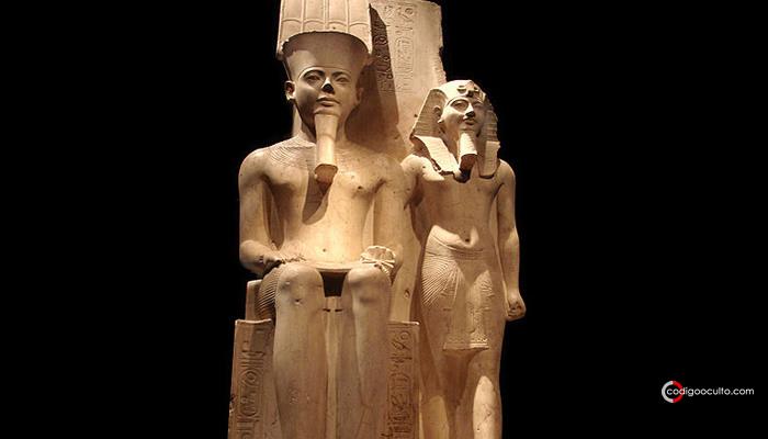 Monumento junto Amon, lo que demuestra el legado de Horemheb