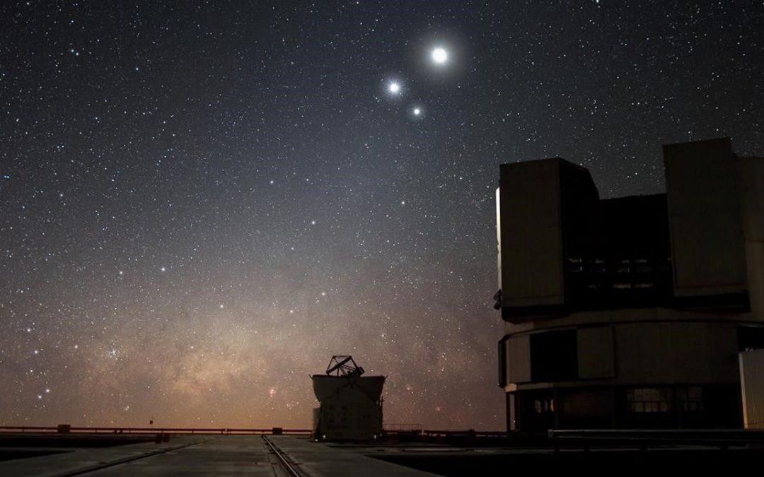 """Observa a Júpiter y la Luna """"cerca"""" en el cielo esta noche"""