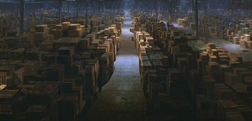 Mítica escena de los Cazadores del Arca Perdida que revela el ocultamiento gubernamental ¿Responde la misma al Área 51 o se trata del Smithsonian?