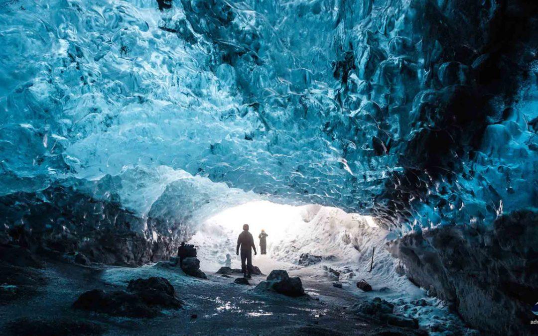 """Hallan un """"mundo subterráneo"""" con cañones, montañas y lagos bajo la capa de hielo de Groenlandia"""