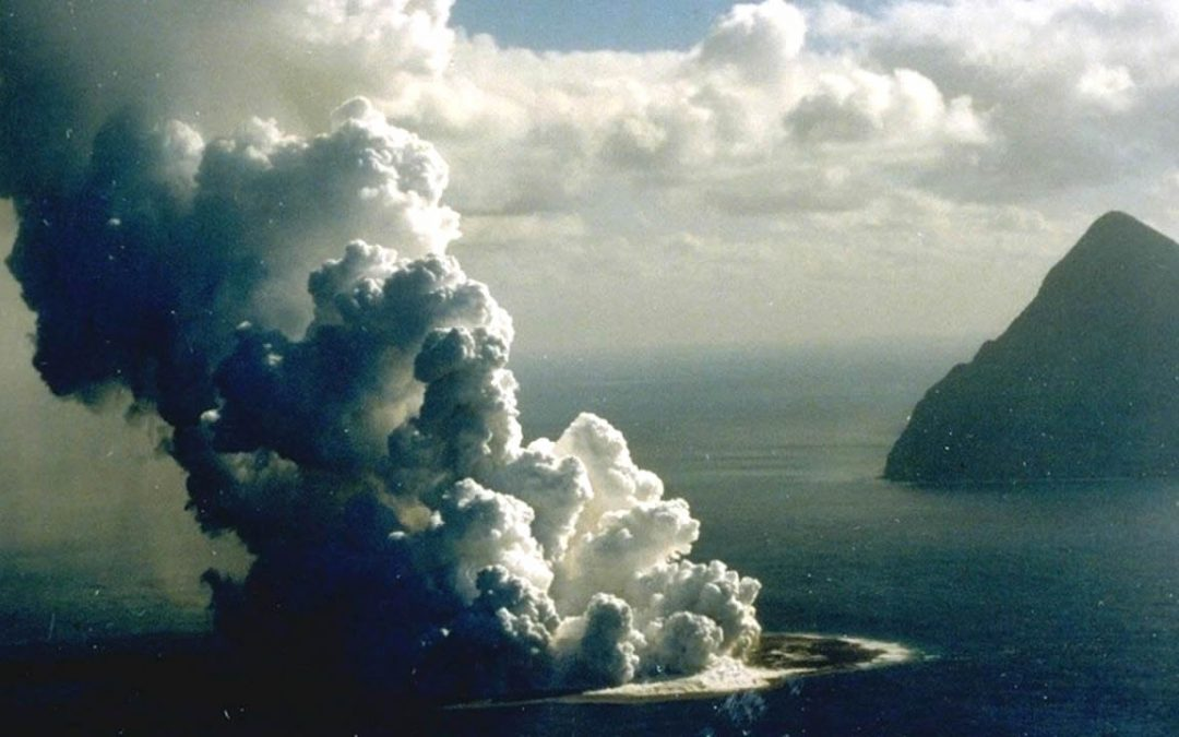 Nace nueva isla frente a la costa de Japón luego de erupción de volcán submarino