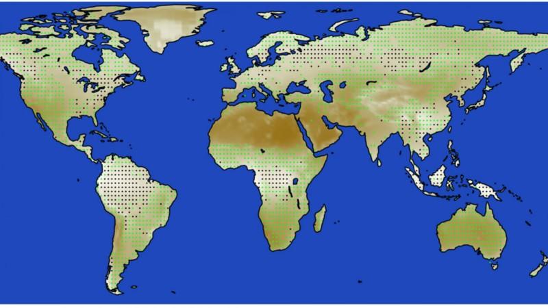 Los investigadores utilizaron imágenes de satélite para calcular la cobertura de nubes a largo plazo en regiones en el rango latitudinal de 30 a 45 grados en función de cómo los diferentes tipos de vegetación interactúan con el límite atmosférico. Descubrieron que las nubes se forman con más frecuencia sobre áreas boscosas y tienen un mayor efecto de enfriamiento en la atmósfera de la Tierra. En esta imagen, los puntos negros representan áreas boscosas, mientras que los puntos verdes representan pastizales y otra vegetación corta. Las áreas están sombreadas de más nubladas (blanco) a menos nubladas (marrón)