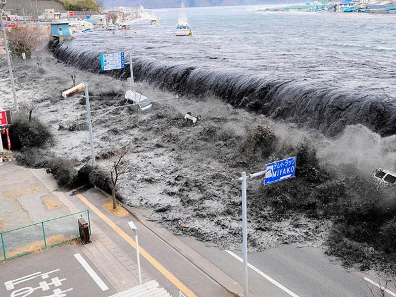 Tsunami luego del terremoto en Japón en 2011
