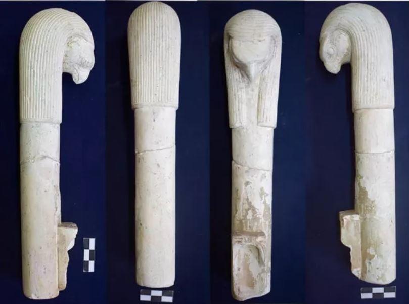 El dios Horus representado en la parte superior de este incensario
