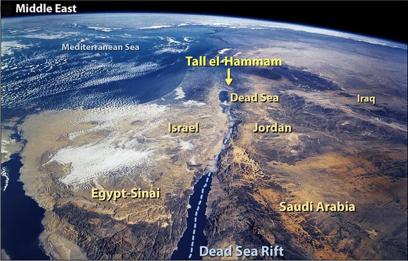 Arriba: ahora llamada Tall el-Hammam, la ciudad está a unas 11 km al noreste del Mar Muerto en lo que ahora es Jordania