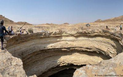 """Espeleólogos descienden por primera vez al """"Pozo del Infierno"""" en Yemen (VIDEO)"""