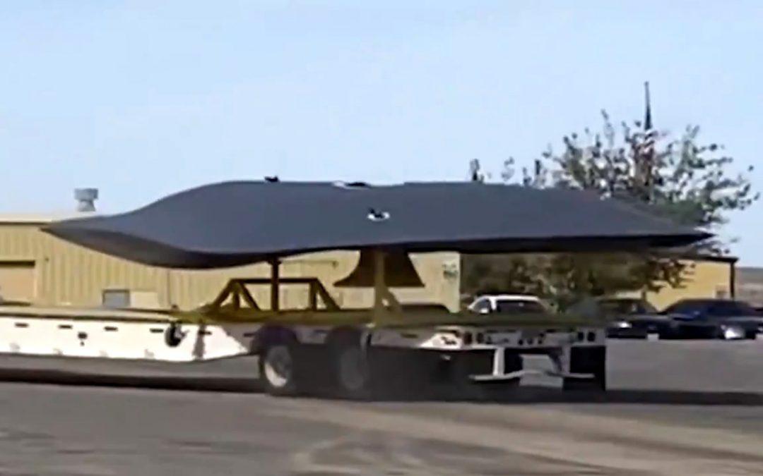 Misteriosa «nave» es vista siendo remolcada cerca de base de aeronaves en EE. UU. (VIDEO)
