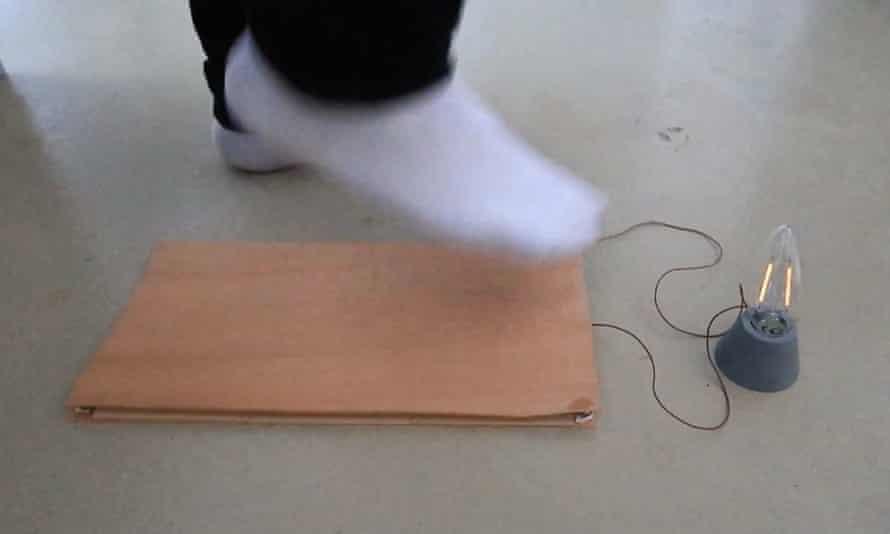 El dispositivo prototipo que se utiliza para alimentar una bombilla