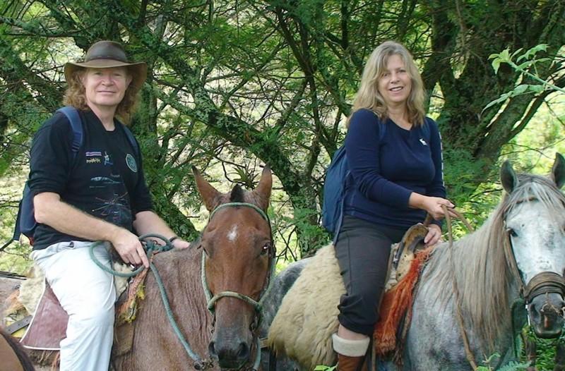 Bill Ryan y Kerry Cassidy fotografiados en Ecuador en 2011, un año después de su ruptura mediática