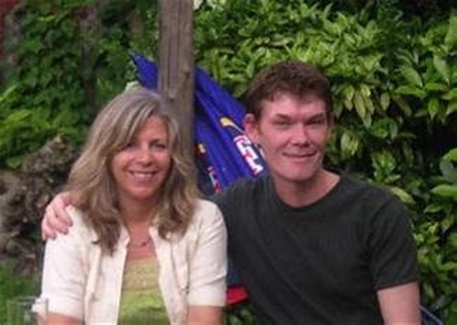 Kerry Cassidy junto al haker británico Gary McKinnon, una de las primeras entrevistas de Proyecto Camelot, llevada a cabo en 2006