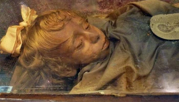 Momia de Rosalía Lombardo