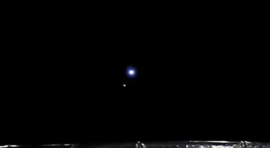 La Tierra y la Luna vistas por Chang'e 5 desde el punto 1 de Lagrange entre el Sol y la Tierra en abril de 2021