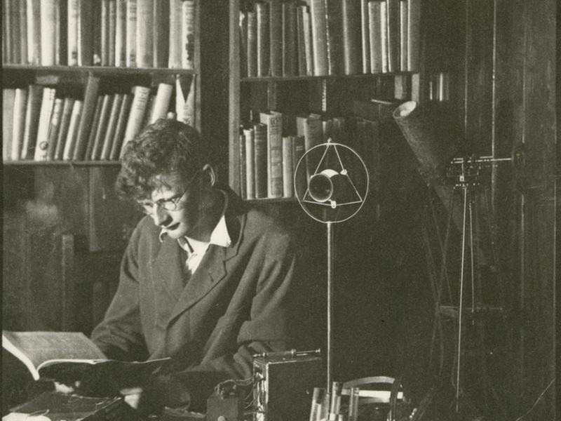 Arthur C. Clarke retratado en 1936, y que con tan solo 19 años un prodigio en ascenso