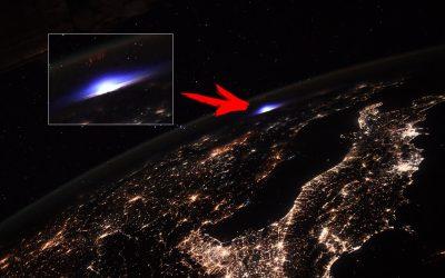 Astronautas observan un extraño RESPLANDOR sobre Europa