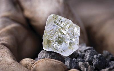 Descubren un diamante que cambia de color, de gris a amarillo cuando se enfría a -196 ° C