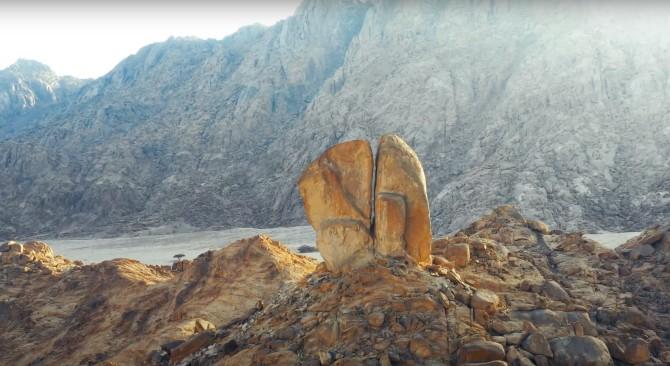 Se dice que esta es la roca que Moisés partió