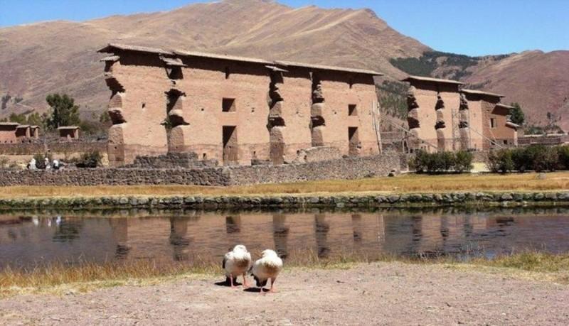 Raqchi uno de los vestigios arqueológicos más alucinantes de todo el Perú, localizado en el Cuzco, y donde alguna vez se erigió uno de los templos más importantes en honor a Viracocha